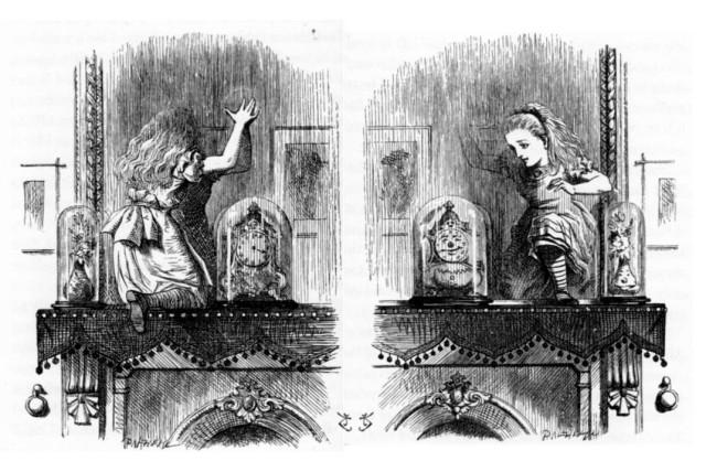 Comparació entre els dos dibuixos de Tenniel quan Alícia atravessa el mirall