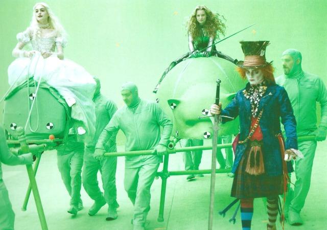 Filmant en croma. Alícia, la Reina Blanca i el Barretaire aniran muntats en animals virtuals. Fitxa 80