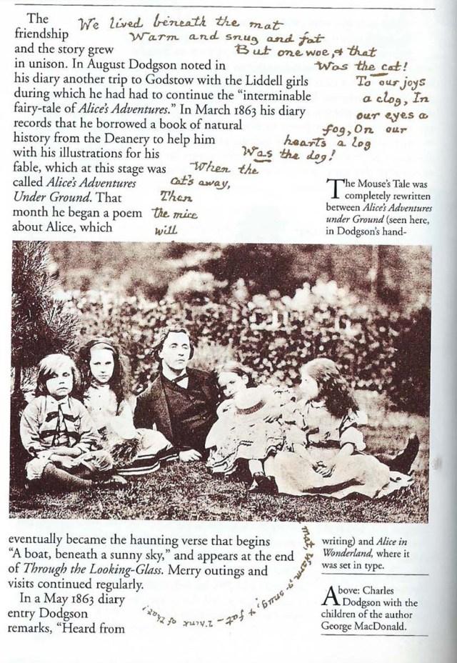 Una pàgina del llibre, amb foto de Dodgson i les filles del fotògraf George McDonald