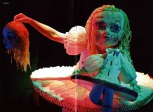 Tapes del fulletó. Alice amb una nina decapitada.
