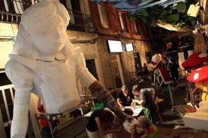 Muntatge a la nit del 14 al 15. Foto de la web de la Festa Major de Gràcia 2014.  Fes clic per ampliar.