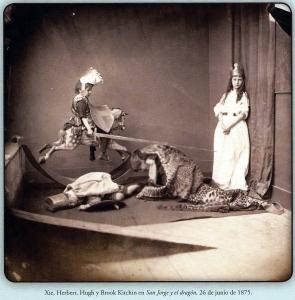 Foto de Carroll als germans Kitchin representant la llegenda de Sant Jordi (1875). Fes clic per ampliar.
